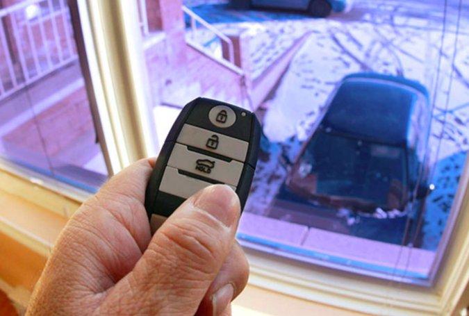 Ako odstrániť ľad zo skla auta bez škrabania?