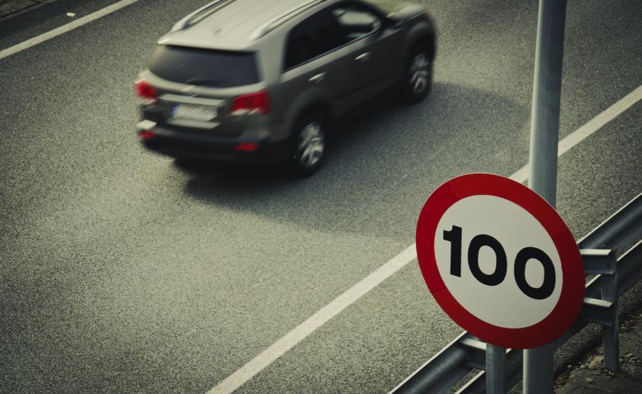 Na diaľnici v Holandsku už len 100 km/h. Nepáči sa to ani policajtom!