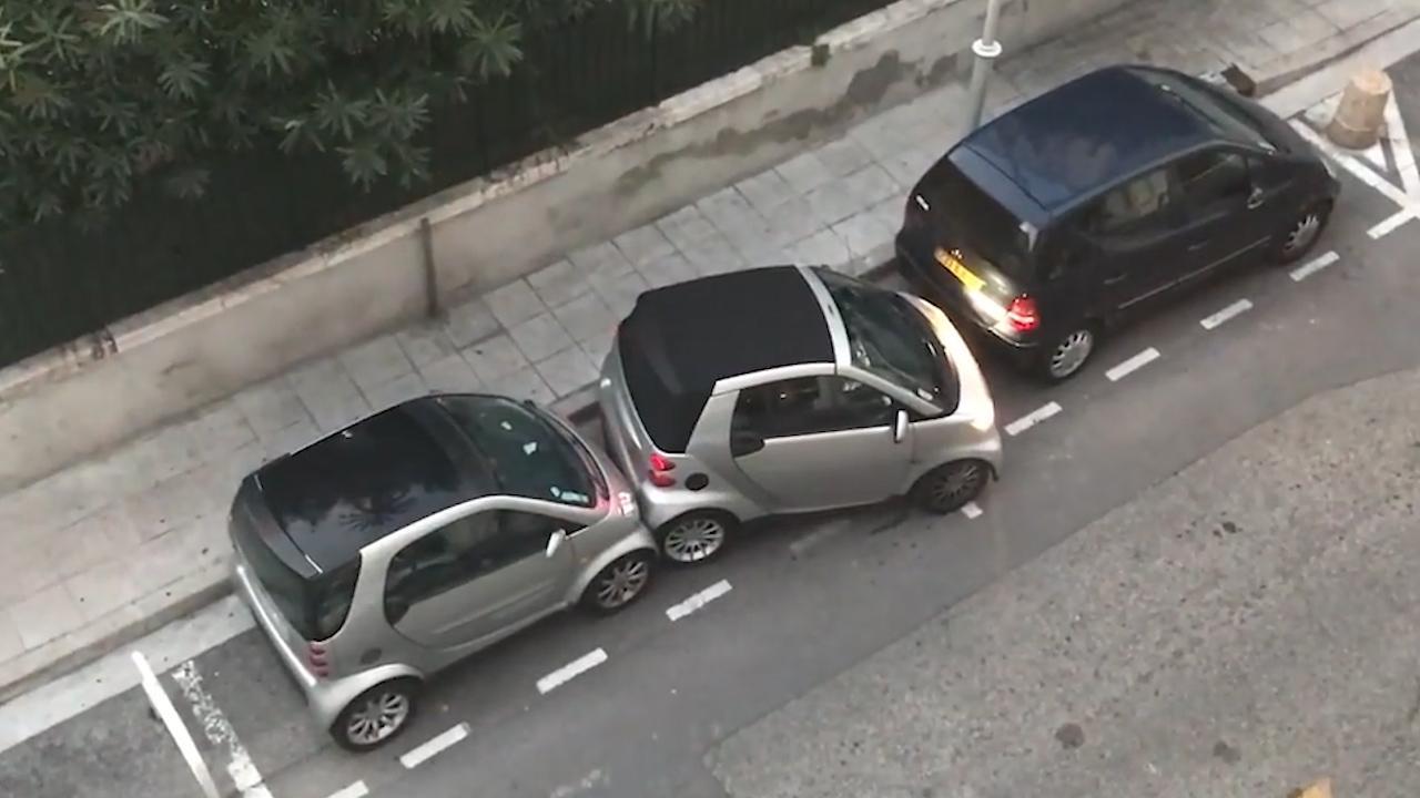 Vodička roka: Ako zaparkovať Smart na rušnej ulici?