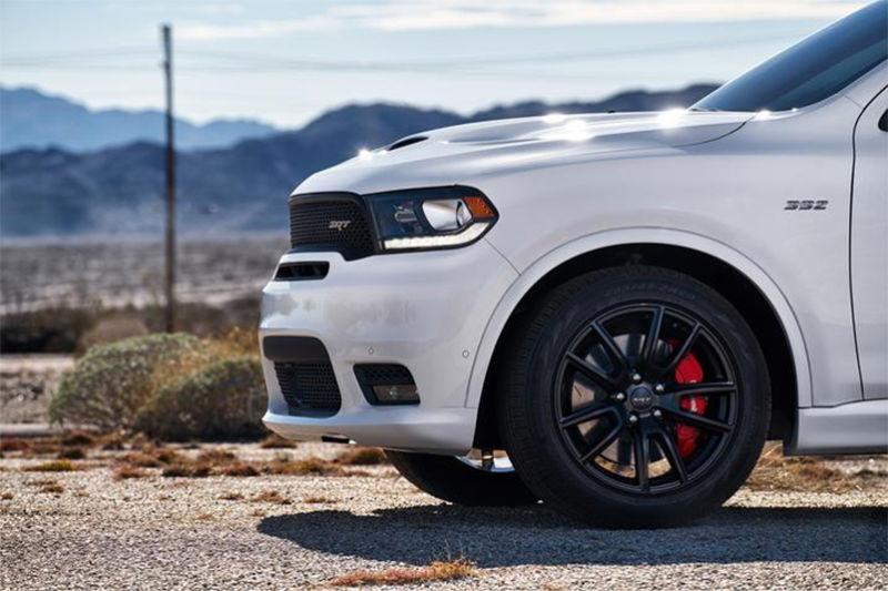 Pod kapotou benzinový V8 Hemi motor s objemom 6,4 litrov, krútiaci moment až 637 Nm a výkon 482 koní!