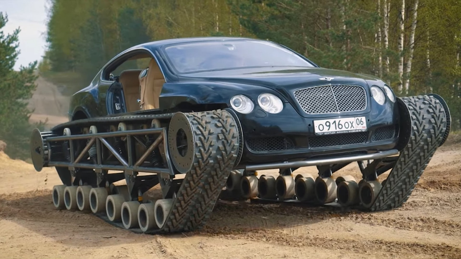 VIDEO: Rusi prestavali Bentley na tank!