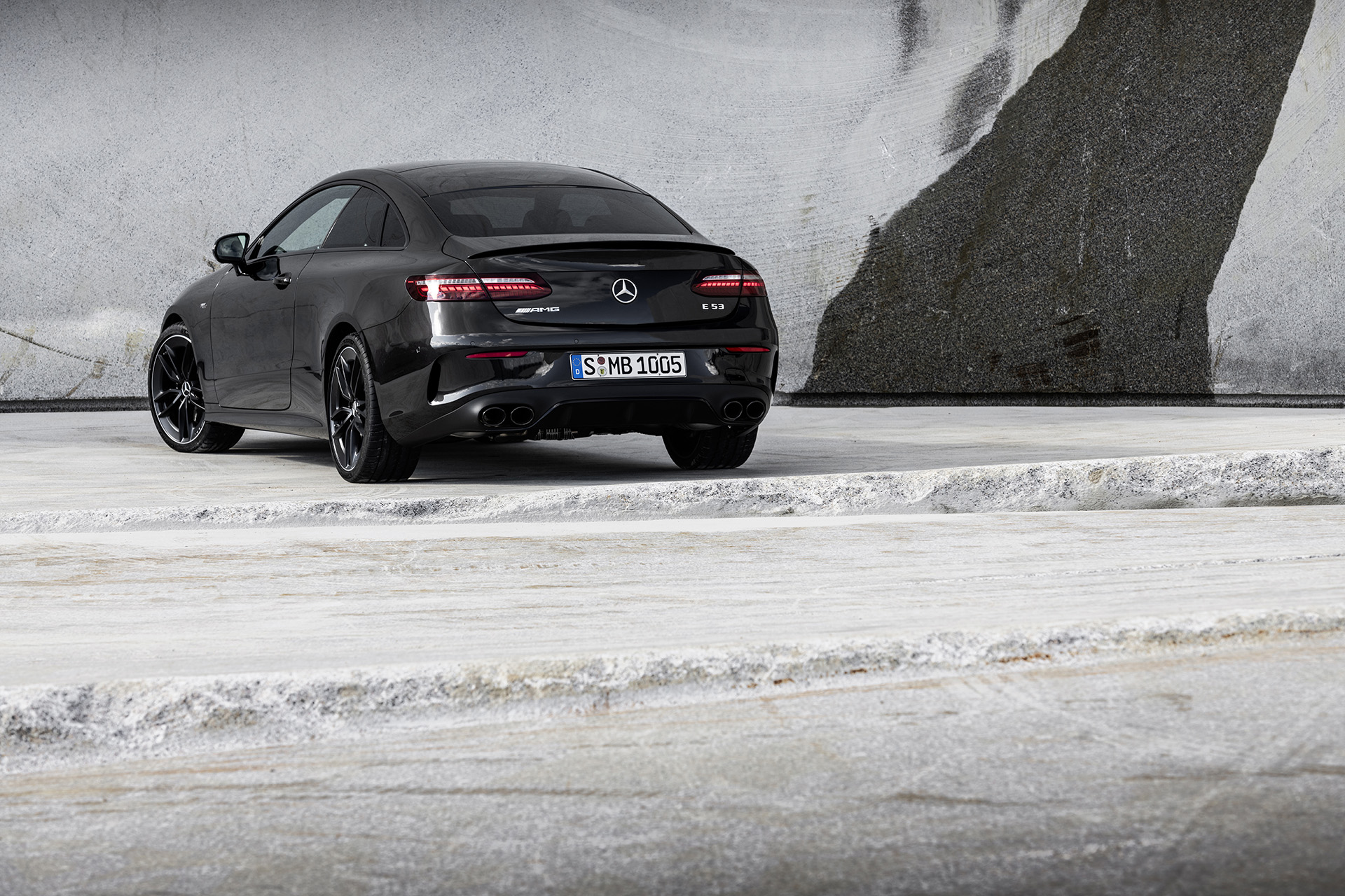 Mercedes myslí na leto, ukázal vylepšené Éčko kabrio