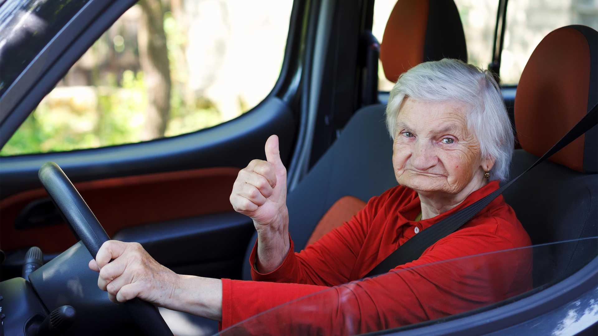 79-ročná Belgičanka dostala za rýchlu jazdu na svojom Porsche Boxster GTS pokutu 4 000 eur!
