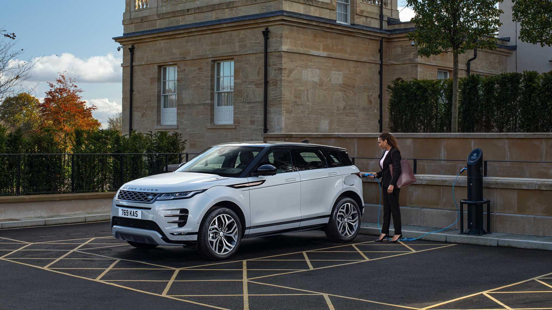 Land Rover pridáva malým modelom trojvalcové hybridy