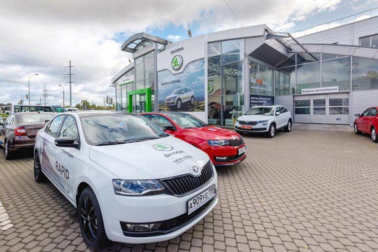 Rusi ukradli 18 áut Škoda z predajne, nikto si to nevšimol!