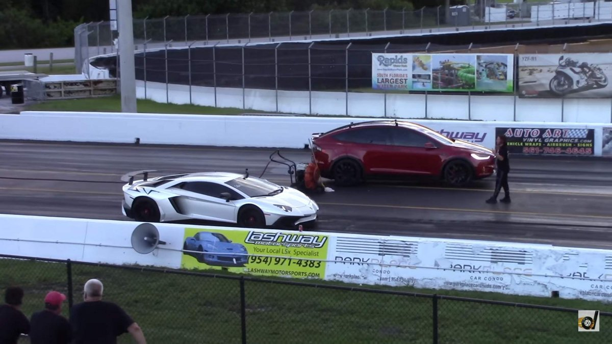 VIDEO: Tesla Model X vs. Lamborghini Aventador!