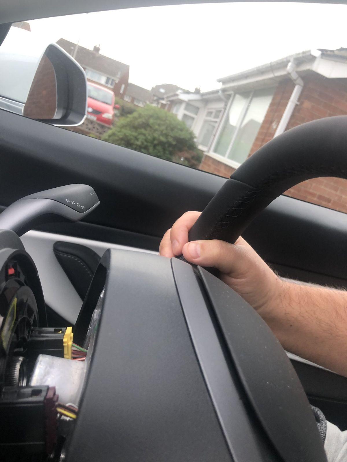 Ďalšia kauza Tesly: Za jazdy jej odpadol volant!