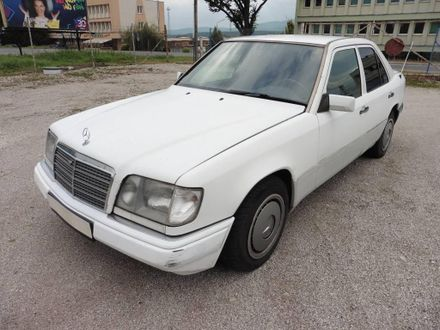 Mercedes-Benz E trieda Sedan 200 D